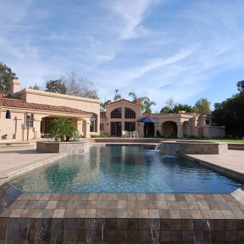 Breathtaking vanishing edge pool built by Pacific Sun Pool and Spa.